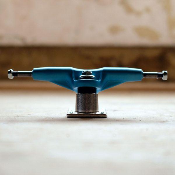 Gullwing Pro III White Blue Front